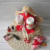 Куклы и игрушки ручной работы. Ярмарка Мастеров - ручная работа Хранительница ватных палочек и дисков в красном. Handmade.