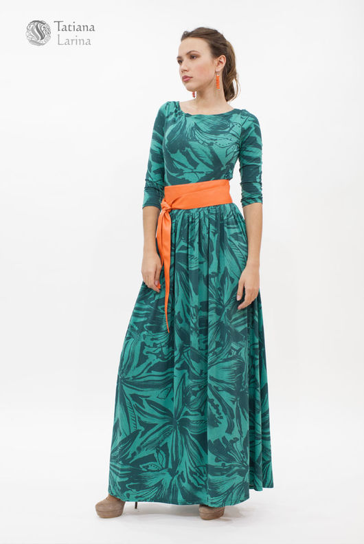 Длинное платье всегда выглядит торжественно, романтично и актуально - малахитовое платье в пол будет самым `часто гуляющим` в вашем гардеробе
