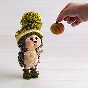 Мягкие игрушки ручной работы. Ярмарка Мастеров - ручная работа Вязаная игрушка Ёжик с яблочком. Handmade.