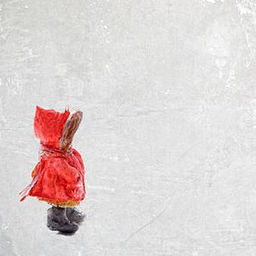 Куклы и игрушки ручной работы. Ярмарка Мастеров - ручная работа Девочка в красном пальто. Handmade.