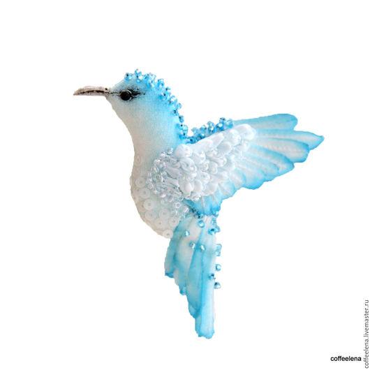 Броши ручной работы. Ярмарка Мастеров - ручная работа. Купить Брошь птица-колибри «Голубая мечта» .Вышитая лентами и бисером.. Handmade.