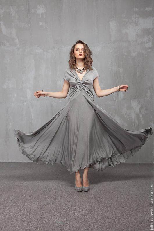 П_026 Платье Переплет, цвет серый, шелково-вискозный трикотаж, р.44-48, длина 130 см. Благодаря особой конструкции это платье подойдет на любой размер груди.