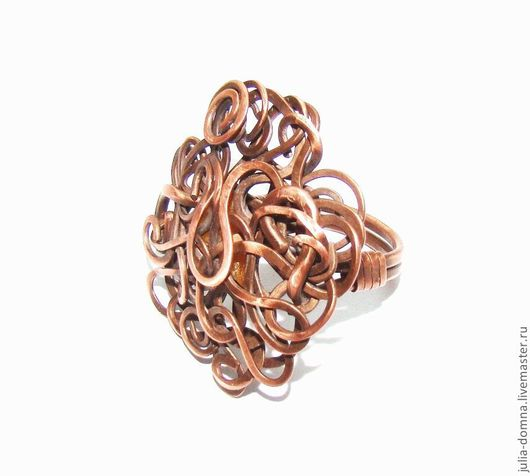 большое кольцо из меди с янтарем Год Змеи. авторские украшения. ручная работа.