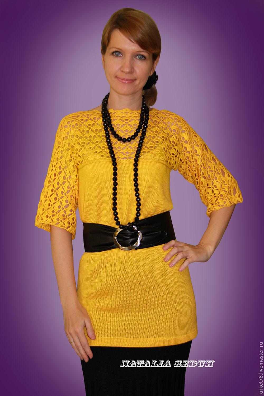 Трикотажная кофта из мохера, связанная косами женщина