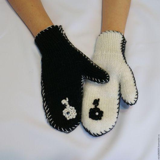 """Варежки, митенки, перчатки ручной работы. Ярмарка Мастеров - ручная работа. Купить Варежки """"Инь и Янь"""" вязаные спицами. Handmade."""
