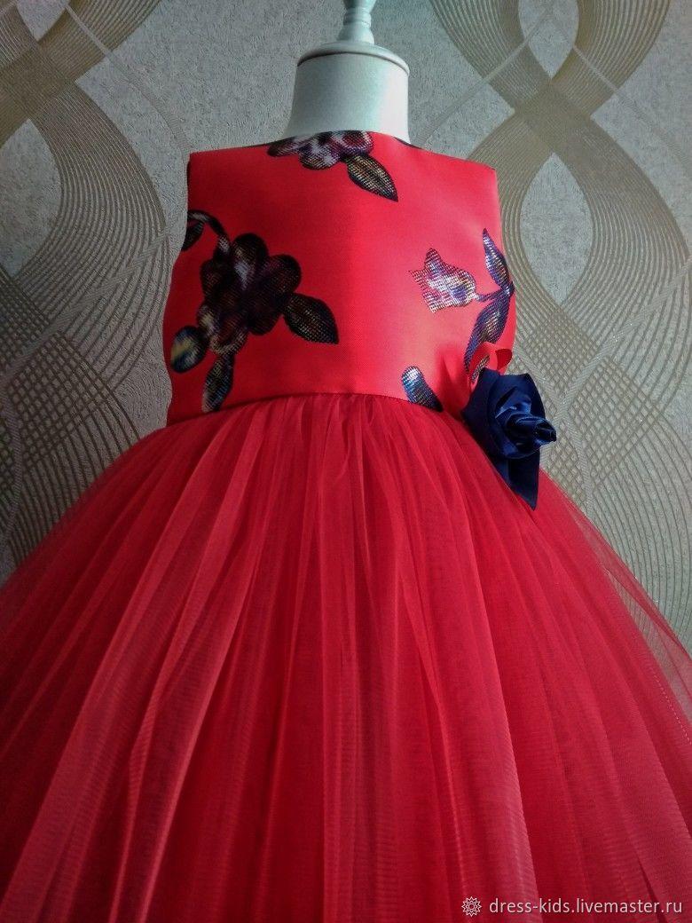 Красное платье с фатиновой юбочкой