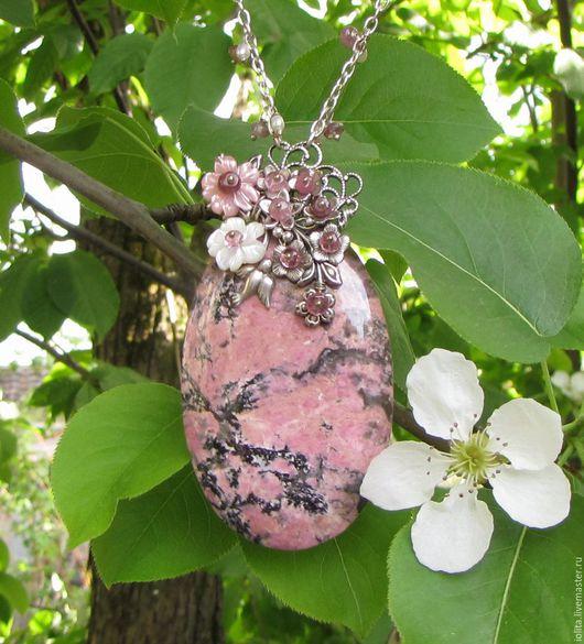 """Кулоны, подвески ручной работы. Ярмарка Мастеров - ручная работа. Купить Кулон """"Весна в горах. Сакура цветёт"""" с турмалином, родонитом, жемчугом. Handmade."""