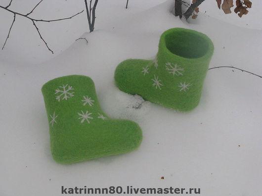 """Обувь ручной работы. Ярмарка Мастеров - ручная работа. Купить Валеночки """"Снежинки"""" на ножку 13см. Handmade. Шерсть 100%"""