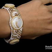 Украшения handmade. Livemaster - original item Beaded bracelet with pearls white beige gold Golden line. Handmade.