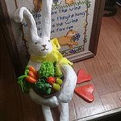 Елочные игрушки ручной работы. Ярмарка Мастеров - ручная работа Елочные игрушки: Пасхальные сувениры: Заяц с корзиной. Handmade.