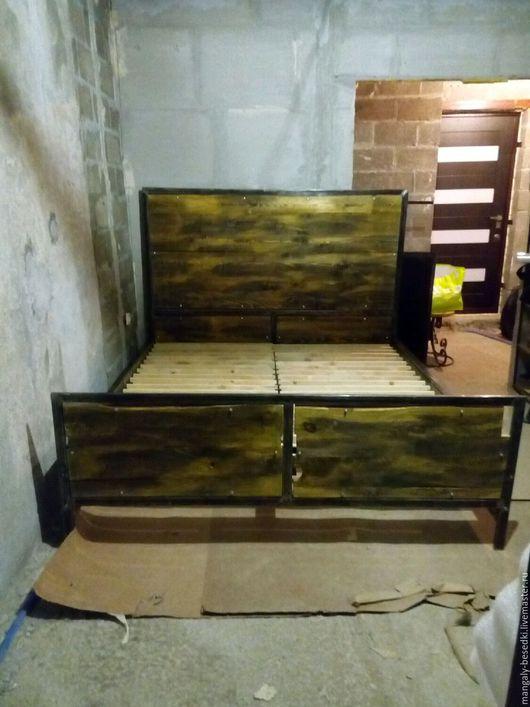 Кровать в стиле лофт купить и заказать от производителя мебели в стиле лофт в Москве - недорого!