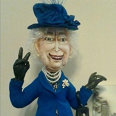 Куклы и игрушки ручной работы. Ярмарка Мастеров - ручная работа Королева Елизавета II. Интерьерная текстильная кукла.. Handmade.