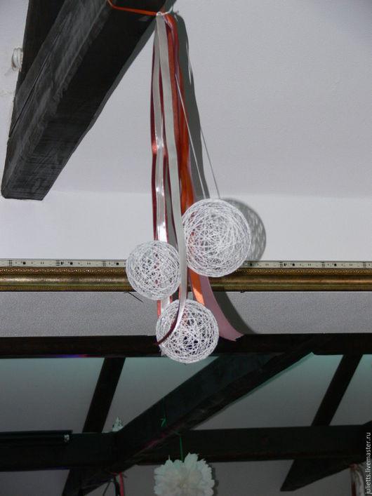 оформление шарами под потолком + добавлены атласные ленты