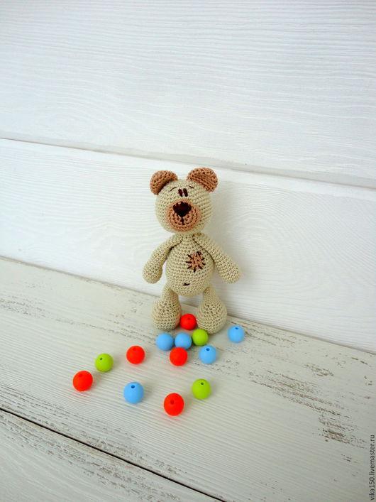 Вязаный Медведь погремушка звенит, шуршит и приносит радость малышам.