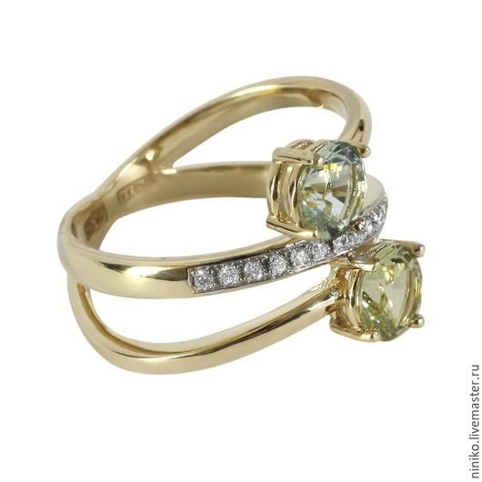 Золотое кольцо с бериллами и бриллиантами