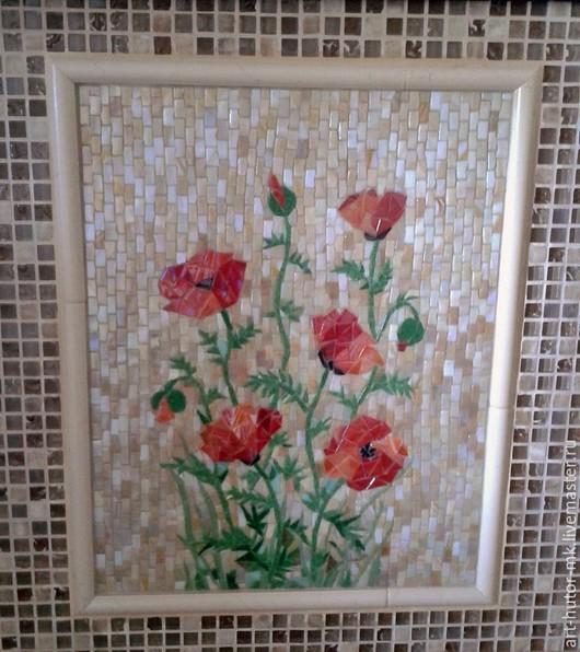 Панно из мозаики для кухонного фартука `Маки` сделает Вашу кузню оригинальной и неповторимой.