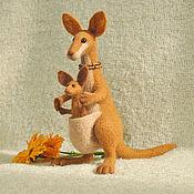 Куклы и игрушки ручной работы. Ярмарка Мастеров - ручная работа игрушка валяная из овечьей шерсти Кенга и крошка Ру. Handmade.