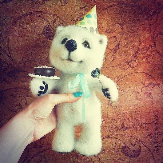 """Игрушки животные, ручной работы. Ярмарка Мастеров - ручная работа. Купить """"Поздравляю!"""" мишка валяный. Handmade. Белый, поздравление"""