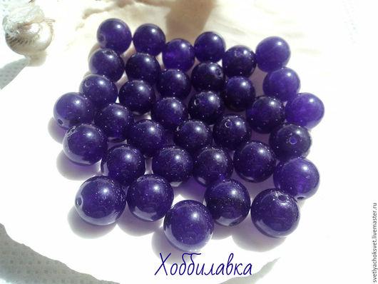 Жадеит, цвет - фиолетовый. Гладкий шар.  Бусины жадеита прекрасно подходят для использования в любых украшениях.