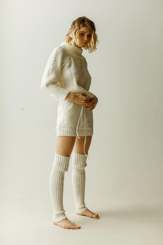 недовольство фотосессия в свитере и шортах наш шоу-рум москве