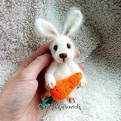 Куклы и игрушки ручной работы. Ярмарка Мастеров - ручная работа Зайчик с морковкой. Вязаная игрушка. Handmade.