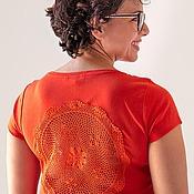 Одежда ручной работы. Ярмарка Мастеров - ручная работа Оранжевая футболка с ажурной аппликацией на спине Размер L. Handmade.