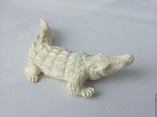 Статуэтки ручной работы. Ярмарка Мастеров - ручная работа. Купить Крокодил из слоновой кости. Handmade. Белый, подарок мужчине