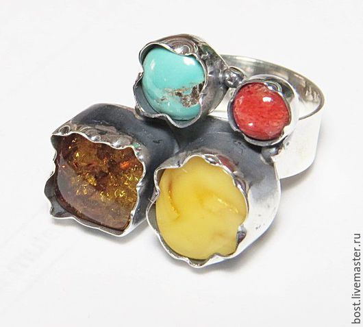 кольцо № 2. Размер кольца 17-17,5 размер янтаря - белый 11мм, медовый 10х10мм, бирюза 8мм, коралл 6мм