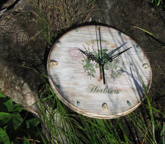 Часы для дома ручной работы. Ярмарка Мастеров - ручная работа. Купить Часы Ароматные травы с натуральными камнями. Handmade. Серый