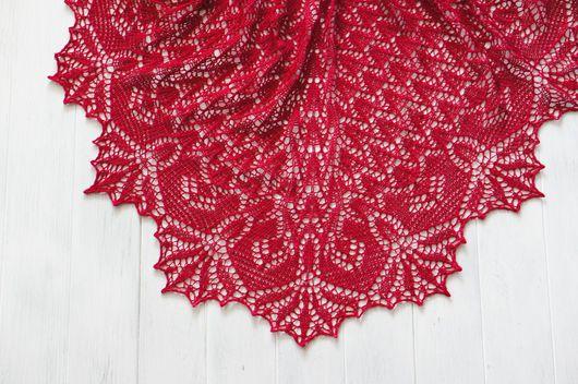 Шали, палантины ручной работы. Ярмарка Мастеров - ручная работа. Купить Вязаная ажурная малиновая шаль из мериносовой шерсти. Handmade.