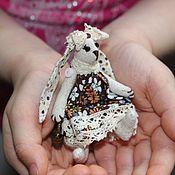 Куклы и игрушки ручной работы. Ярмарка Мастеров - ручная работа Зайка-брошка. Handmade.