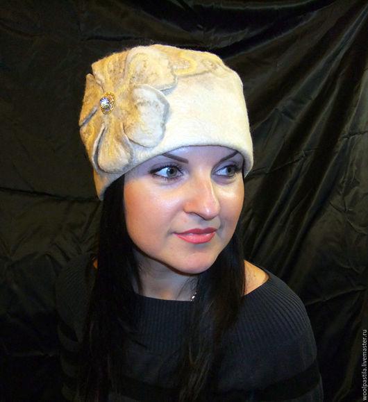 Шапки ручной работы. Ярмарка Мастеров - ручная работа. Купить Валяная шапочка Мраморный цветок. Handmade. Бежевый, шелковый лэпс