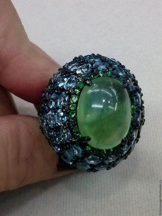 Кольца ручной работы. Ярмарка Мастеров - ручная работа. Купить Перстень с пренитом, голубыми топазами и цаворитами. Handmade. Зеленый