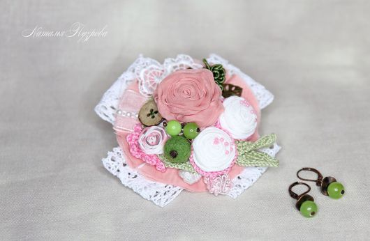 Брошь `Розовая свадьба`