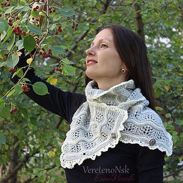 Аксессуары ручной работы. Ярмарка Мастеров - ручная работа Вязаный ажурный шарф снуд серый и белый, романтический стиль. Handmade.