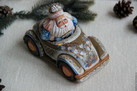 Новый год 2017 ручной работы. Ярмарка Мастеров - ручная работа. Купить Дед Мороз на автомобиле (резной, расписной). Handmade.