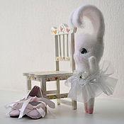 Куклы и игрушки ручной работы. Ярмарка Мастеров - ручная работа Валяная игрушка Зайка Балерина. Handmade.