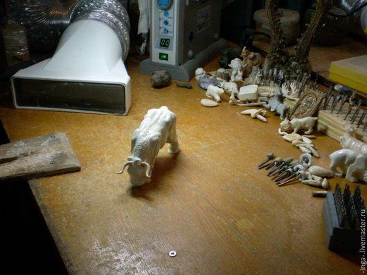 Статуэтки ручной работы. Ярмарка Мастеров - ручная работа. Купить бычок. Handmade. Белый, бык, бивень мамонта