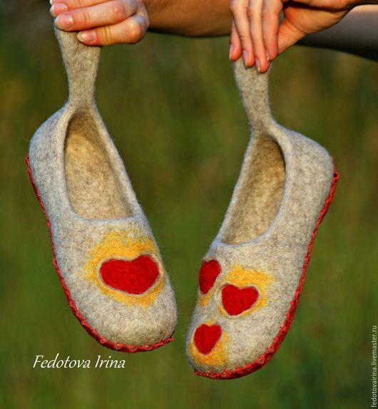 """Обувь ручной работы. Ярмарка Мастеров - ручная работа. Купить Тапочки валяные """"Love is..."""". Handmade. Бежевый"""