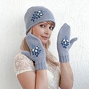"""Аксессуары ручной работы. Ярмарка Мастеров - ручная работа Комплект вязаный женский """"Blue Flowers"""" (шапочка, варежки). Handmade."""