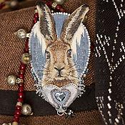 Текстильная вышитая брошь с зайцем