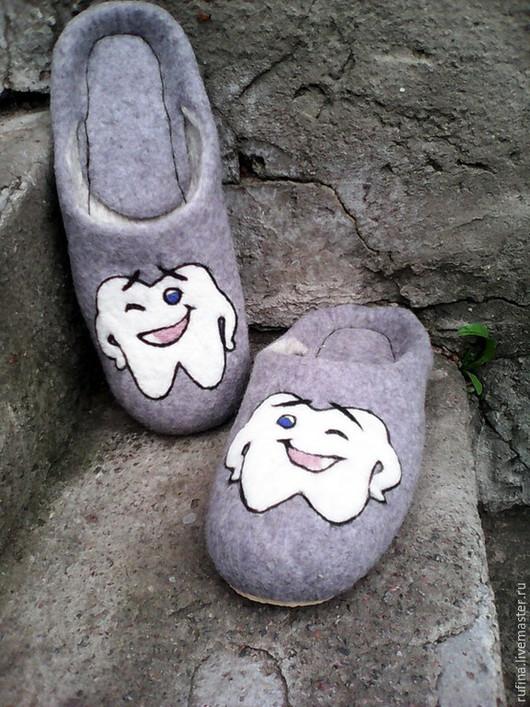 """Обувь ручной работы. Ярмарка Мастеров - ручная работа. Купить Валяные тапочки """"Подарок стоматологу"""". Handmade. Серый, валяные тапочки"""