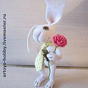 Куклы и игрушки ручной работы. Ярмарка Мастеров - ручная работа влюбленный кролик. Handmade.