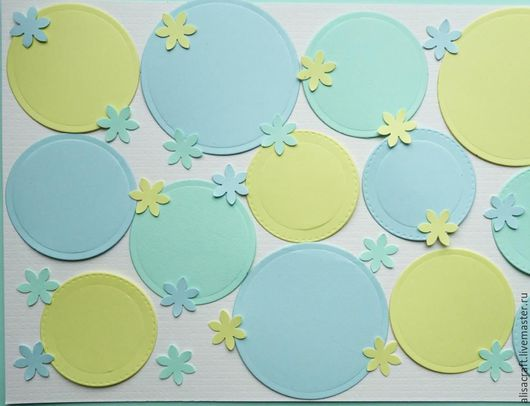 `Модный июль` набор бумаги, 5 листов. На фото - пример цветового сочетания бумаги из набора, а также примеры вырубки фигурным дыроколом и фигурными ножами.