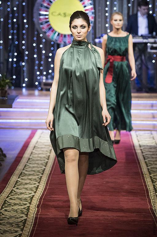 Платья ручной работы. Ярмарка Мастеров - ручная работа. Купить Шелковое платье с открытыми плечами. Handmade. Тёмно-зелёный, шёлк