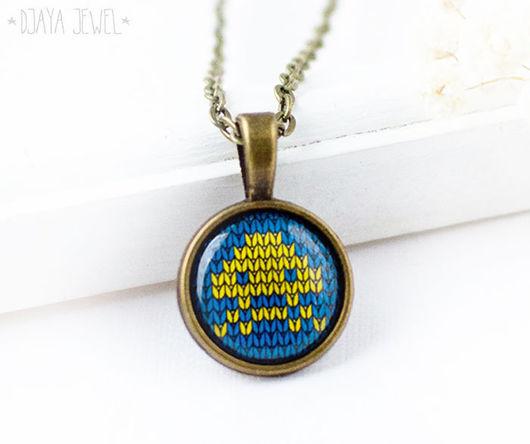 Кулоны, подвески ручной работы. Ярмарка Мастеров - ручная работа. Купить Кулон из серии Knitt Space Invaders (сине-желтый). Handmade.
