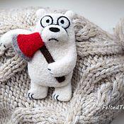 """Украшения ручной работы. Ярмарка Мастеров - ручная работа Белый медведь с топором  -  брошь """"Мы обычные медведи"""" (We bare bears). Handmade."""