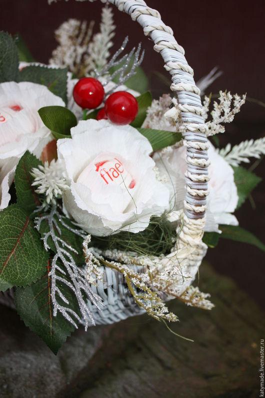 Букеты ручной работы. Ярмарка Мастеров - ручная работа. Купить Букет из конфет   ........букет из конфет Рафаэлло. Handmade. Белые розы