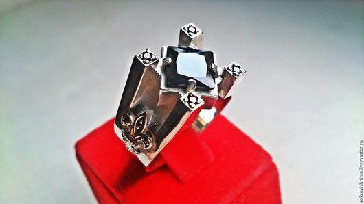 Кольцо в серебре `Царь четырех королевств` с фианитами