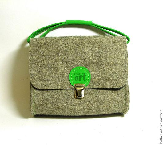 Женские сумки ручной работы. Ярмарка Мастеров - ручная работа. Купить Сумка войлочная женская Малышка зеленая. Handmade. Серый